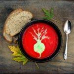 Суп из свеклы и чечевицыс лимоном и кедровыми орехами